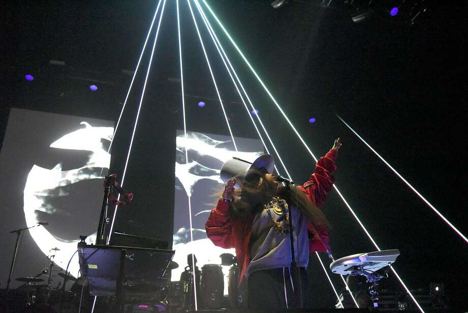Erykah Badu performs at the San Francisco Armory on Valentine's Day. Photo: (Photo By Tim Mosenfelder/Getty Images), Getty Images