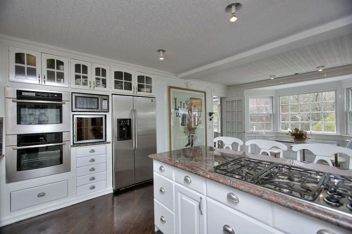 3. Gourmet Kitchen Percentage of U.S. luxury homes that have this feature: 12.6%Source: homes.com
