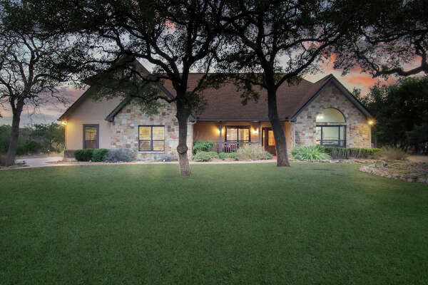 Sponsored by Amy Carter of Keller Williams San Antonio     VIEW DETAILS for 1125 Glenwood Loop, San Antonio TX  78163    MLS:  1287950    CLICK HERE for Virtual Tour