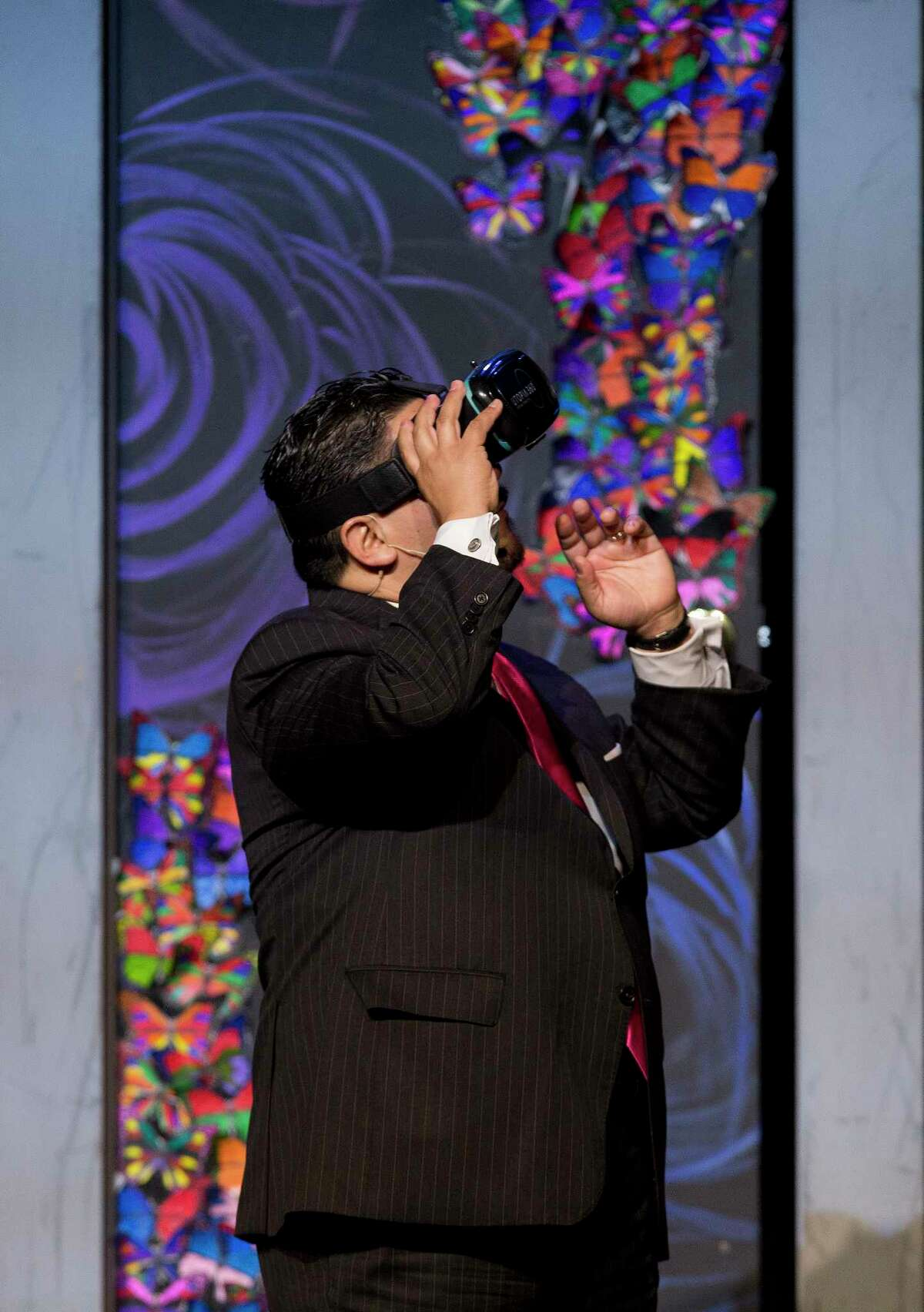 HISD Superintendent Richard Carranza uses virtual reality goggles to take a tour of of the districts' schools as he spoke to roughly 1,500 members of Houston's business, non-profit- and faith-based community in attendance for the annual State of the Schools address at Hilton Americas Hotel Thursday, Feb. 15, 2018, in Houston.