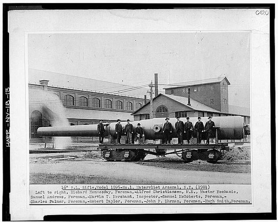Watervliet Arsenal mechanics and foreman pose with the first 16-inch breech loading rifle produced at the gun shop. This photo was taken in 1901. Photo: U.S. Library Of Congress