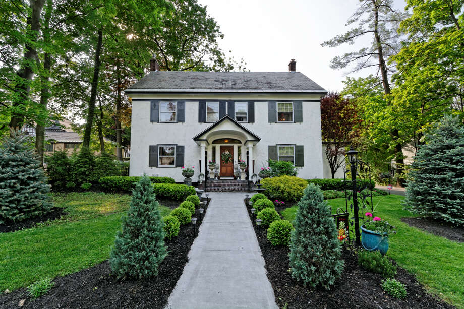 House of the Week: 1452 Wendell Ave., Schenectady | Realtor:  Christine Serafini with the Miranda Real Estate Group, Inc. | Discuss: Talk about this house Photo: David Bibicoff/WalkthruPhoto.com