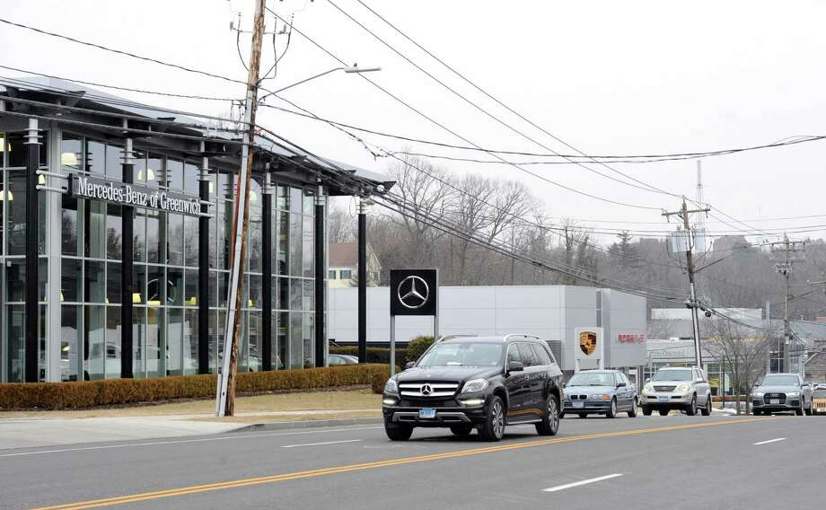 residents complain about buildup of west putnam ave new canaan news. Black Bedroom Furniture Sets. Home Design Ideas