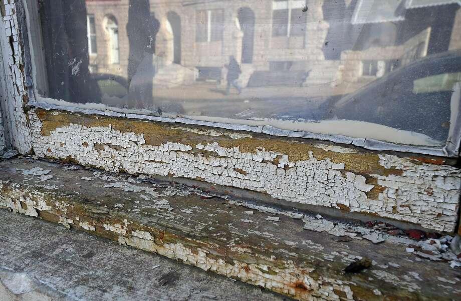 Chipping lead paint on 1035 E. Oliver Street in Baltimore. (Lloyd Fox/Baltimore Sun/TNS) Photo: Lloyd Fox / Baltimore Sun / TNS