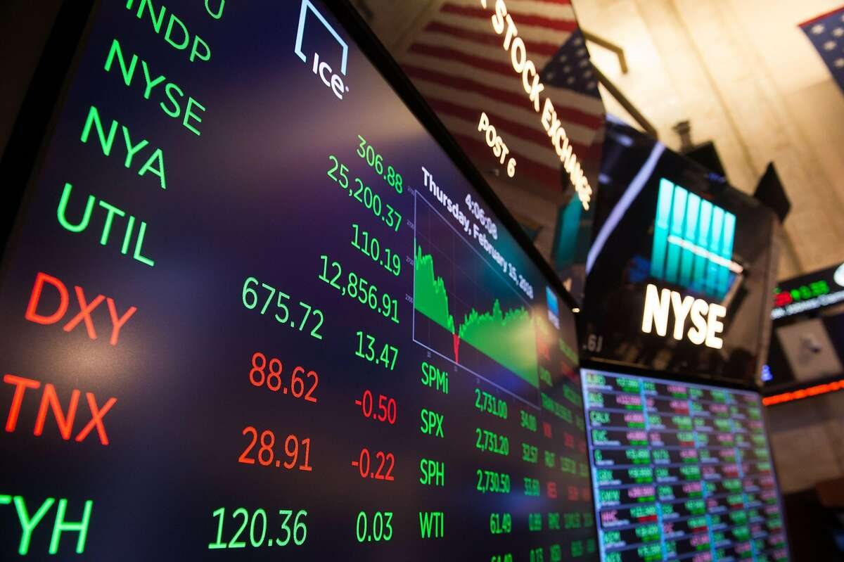 The day's numbers are displayed after the closing bell of the Dow Industrial Average at the New York Stock Exchange on February 15, 2018 in New York. Wall Street stocks enjoyed more solid gains Thursday, climbing for a fifth straight session and shrugging off fresh data showing higher inflation. The Dow Jones Industrial Average rose 1.2 percent to end the day at 25,200.37. The broad-based S&P 500 jumped 1.2 percent to close at 2,731.20, while the tech-rich Nasdaq Composite Index advanced 1.6 percent to 7,256.43. The gains suggest Wall Street is beginning to regain confidence after a major selloff earlier this month briefly sent major indices down more than 10 percent which is considered correction territory. / AFP PHOTO / Bryan R. SmithBRYAN R. SMITH/AFP/Getty Images