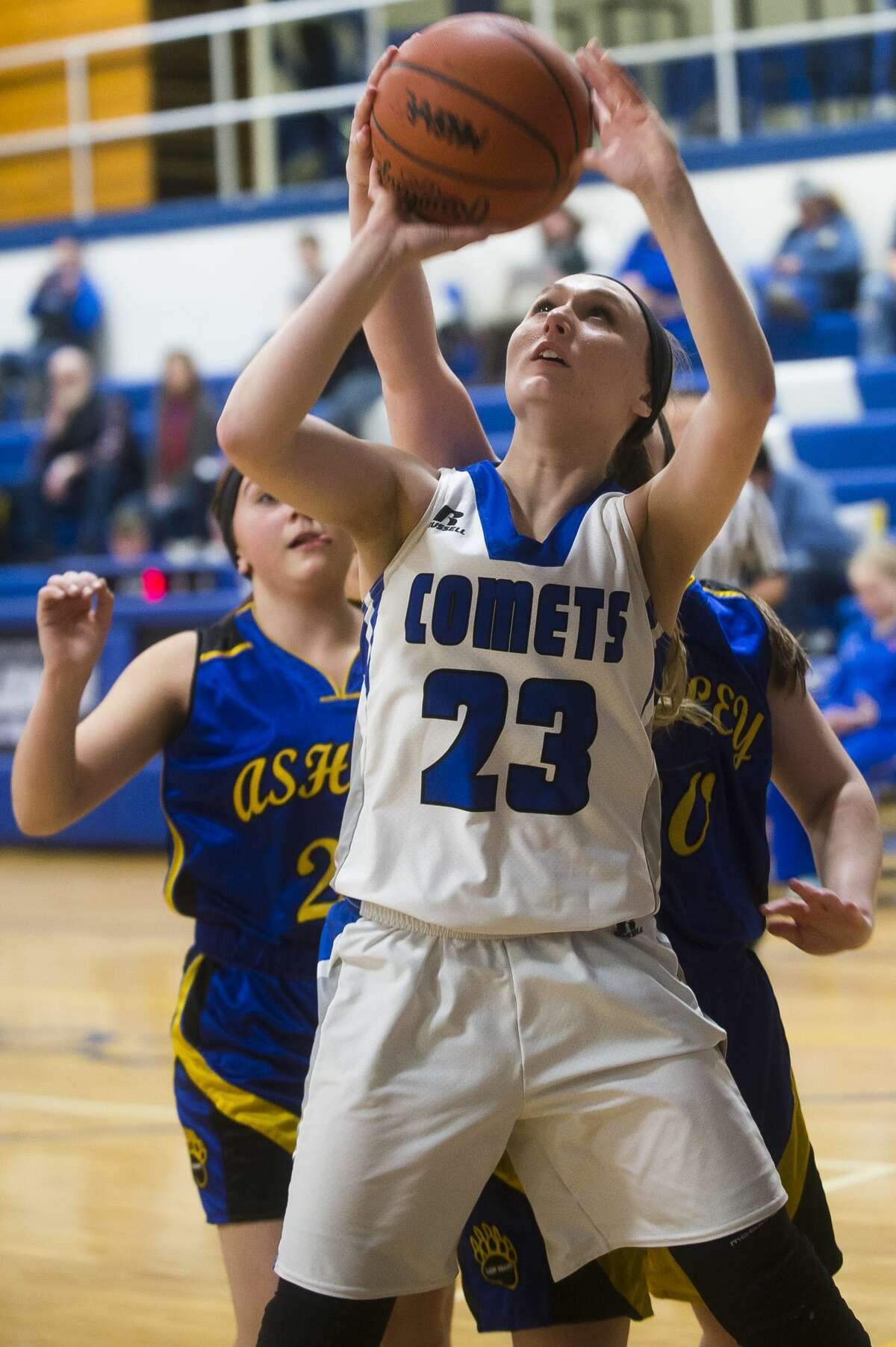 Coleman sophomore Abigail Tubbs takes a shot during the Comets' game against Ashley on Thursday, Feb. 15, 2018 at Coleman High School. (Katy Kildee/kkildee@mdn.net)