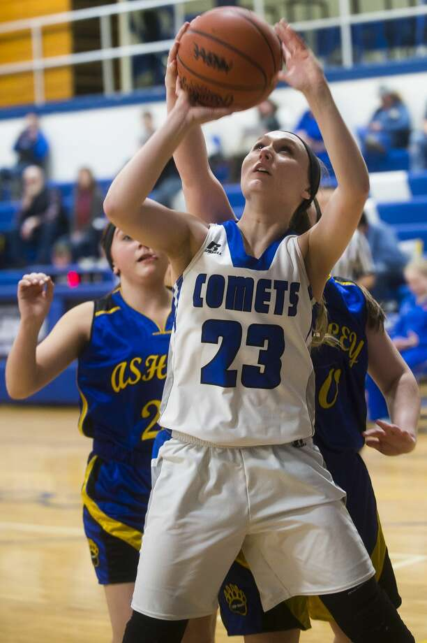 Coleman sophomore Abigail Tubbs takes a shot during the Comets' game against Ashley on Thursday, Feb. 15, 2018 at Coleman High School. (Katy Kildee/kkildee@mdn.net) Photo: (Katy Kildee/kkildee@mdn.net)
