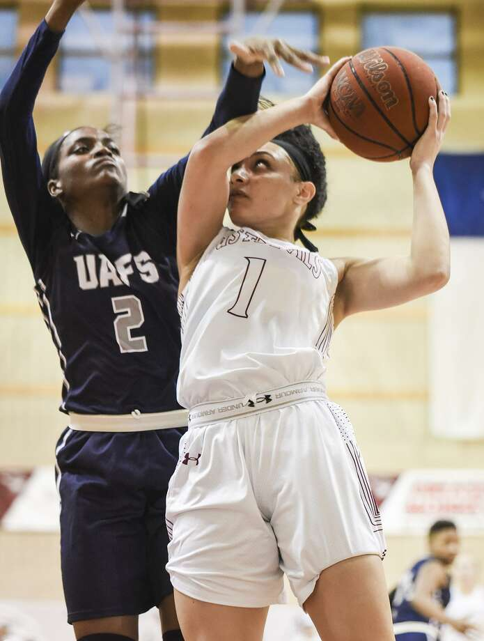 TAMIU guard Tantashea Giger finished with 21 points and 11 rebounds Thursday against Arkansas-Fort Smith. The Dustdevils lost 67-52 for their 14th straight defeat thanks to a 30-5 run by the Lions spanning the first and second quarters. Photo: Danny Zaragoza /Laredo Morning Times