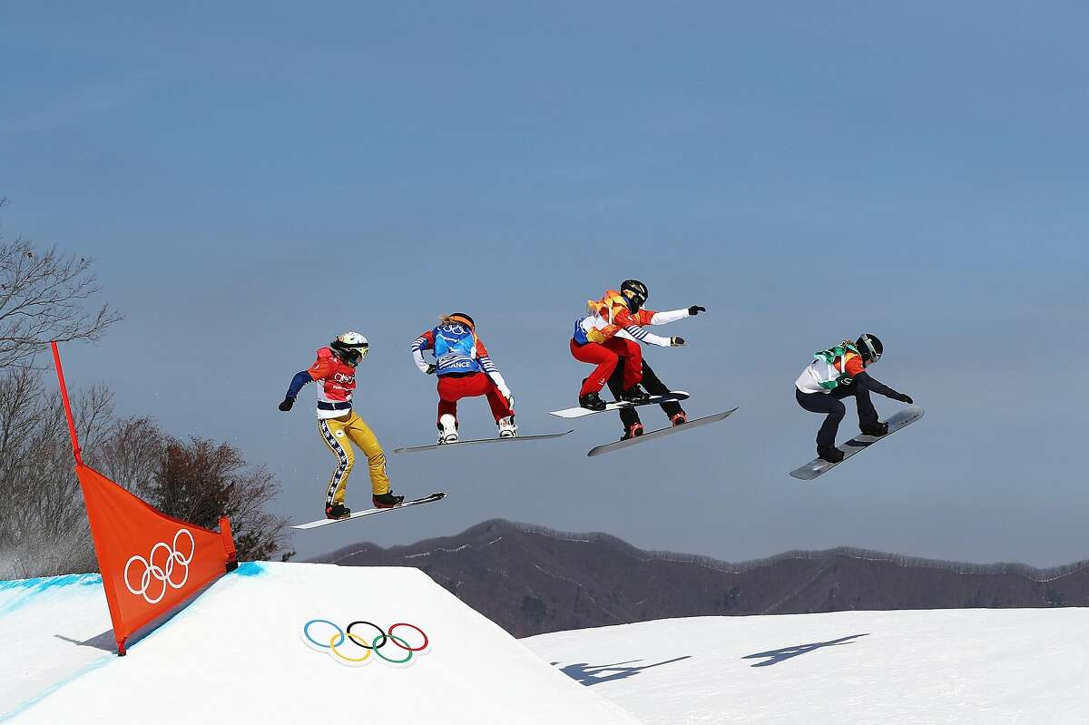 PYEONGCHANG-GUN, SOUTH KOREA - FEBRUARY 16: Lindsey Jacobellis of the United States (green) leads the pack during the Ladies' Snowboard Cross Semifinal 1 on day seven of the PyeongChang 2018 Winter Olympic Games at Phoenix Snow Park on February 16, 2018 in Pyeongchang-gun, South Korea. (Photo by Clive Rose/Getty Images)