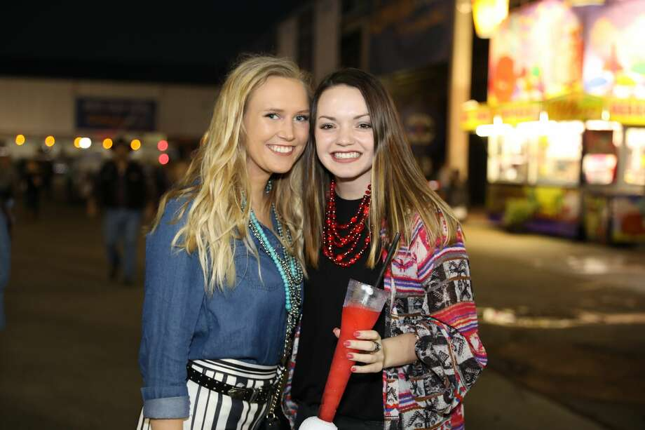 Photos College Night Amps Up The S A Rodeo As Alan