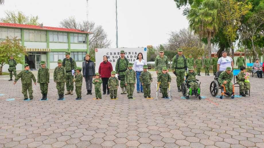 El programa de la Secretaría de la Defensa Nacional permitió a los pequeños y a sus familiares acudir a las instalaciones castrenses. Photo: Foto De Cortesía /Gobierno De Nuevo Laredo