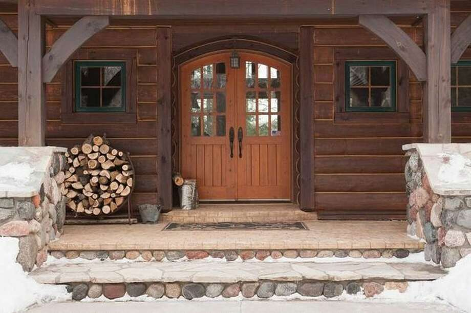 Former 49ers exec trent baalke lists 1 6m vacation home for Selling a log home