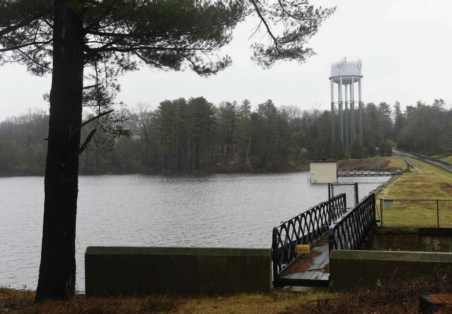 Light rain falls at Putnam Reservoir in Greenwich, Conn. at January's end 2017. A conference at UConn hosted by Aquarion Feb. 27, 2018 will provide updates on where the reservoirs are now and what restrictions will be with spring and summer on the horizon. Photo: Tyler Sizemore / Hearst Connecticut Media / Greenwich Time