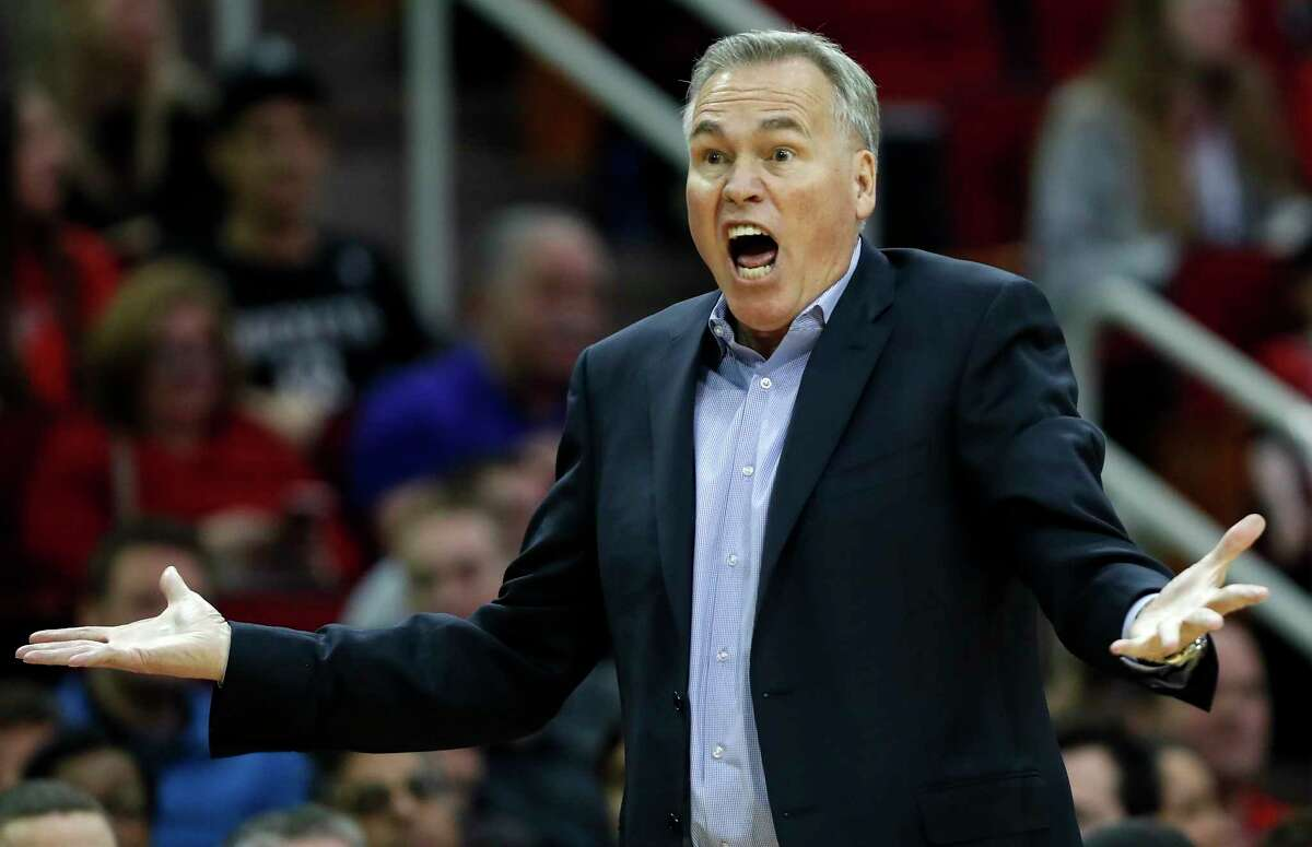 Houston Rockets head coach Mike D'Antoni argues a goaltending call on guard Gerald Green during the second quarter of an NBA basketball game against the Phoenix Suns at Toyota Center on Sunday, Jan. 28, 2018, in Houston. ( Brett Coomer / Houston Chronicle )