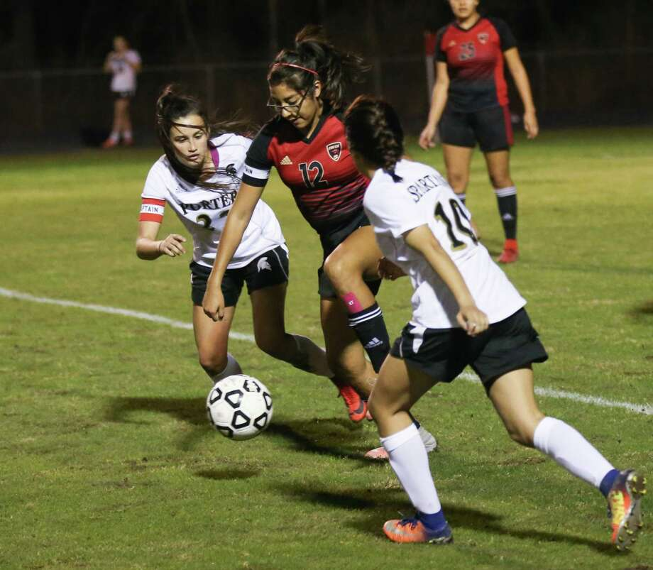 Caney Creek's Emily Carrisales (12) controls the ball as Porter's Kelly Rodriguez (22) and Irma Hernandez (10) defend during the girls soccer game on Friday, Feb. 16, 2018, at Porter High School. (Michael Minasi / Houston Chronicle) Photo: Michael Minasi, Staff Photographer / © 2017 Houston Chronicle