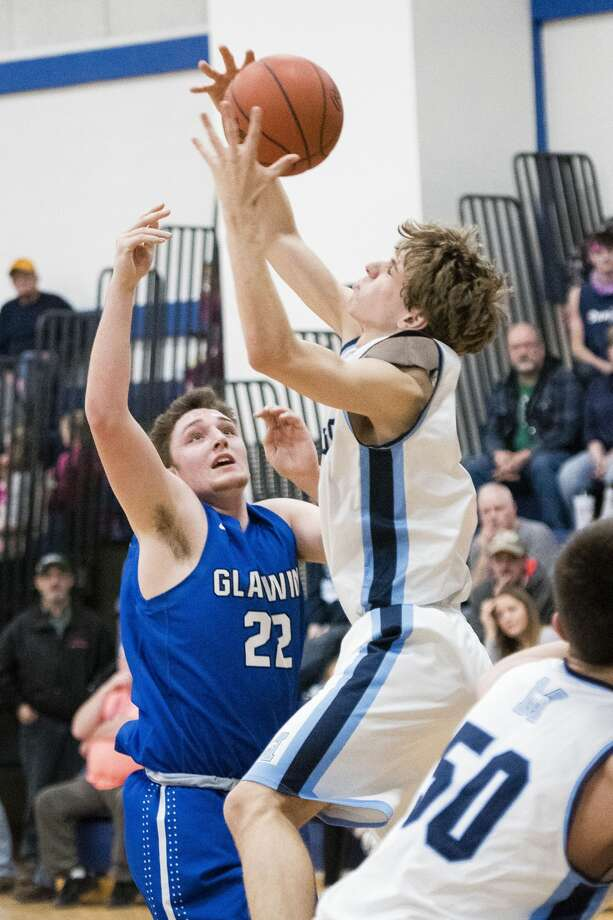 Meridian vs. Gladwin boys' basketball Photo: Danielle McGrew Tenbusch/for The Daily News