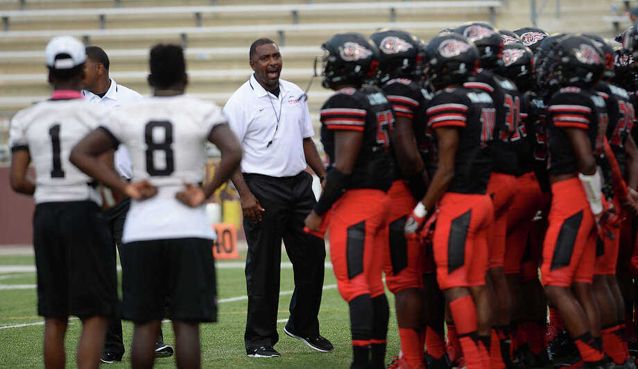 Port Arthur Memorial's head coach Kenny Harrison huddles with players before game start against Bay High School's during Saturday's match-up at the Lone Star Classic games. Photo taken Saturday, August 27, 2016 Kim Brent/The Enterprise Photo: Kim Brent / Beaumont Enterprise