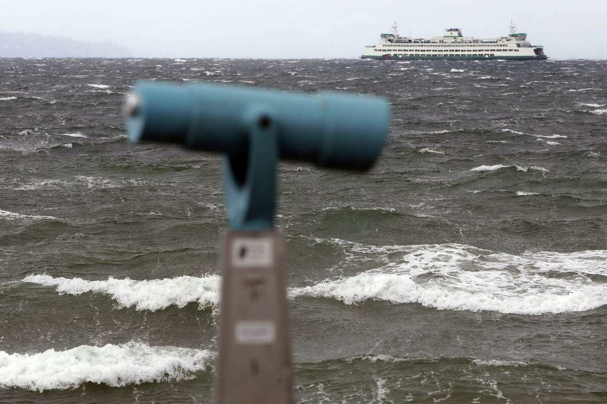 Seattle could see 40 mph winds today as storm rolls through. Click through to see the current forecast.