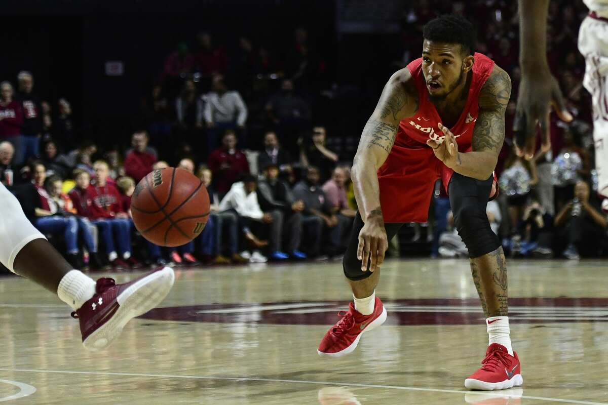 PHILADELPHIA, PA - FEBRUARY 18: Devin Davis #15 of the Houston Cougars bounce passes but is ruled a kick ball off De'Vondre Perry #22 of the Temple Owls during the first half at the Liacouras Center on February 18, 2018 in Philadelphia, Pennsylvania. (Photo by Corey Perrine/Getty Images)