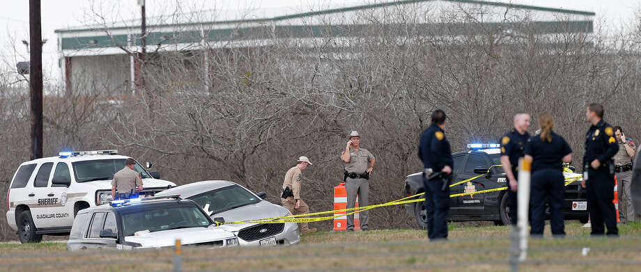Emergency personnel work the scene where a DPS officer was shot Sunday Feb. 18, 2018 at IH-10 and Graytown Road. Photo: Edward A. Ornelas/San Antonio Express-News
