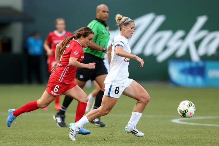 19 June 2015: Kansas City's Jen Buczkowski (right) is chased by Portland's Mana Shim (left). The Portland Thorns FC hosted FC Kansas City at Providence Park in Portland, Oregon in a National Women's Soccer League 2015 regular season match. The game ended in a 1-1 tie. (Photo by Andy Mead/YCJ/Icon Sportswire/Corbis via Getty Images)