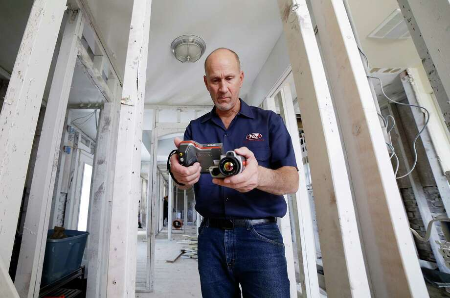 Gordon Fox, owner of Fox Inspection Group,  uses a thermal imaging camera to check for moisture inside the studs at a home in Meyerland, TX, Feb. 17, 2018. (Michael Wyke / For the  Chronicle) Photo: Michael Wyke, Freelance / © 2018 Houston Chronicle