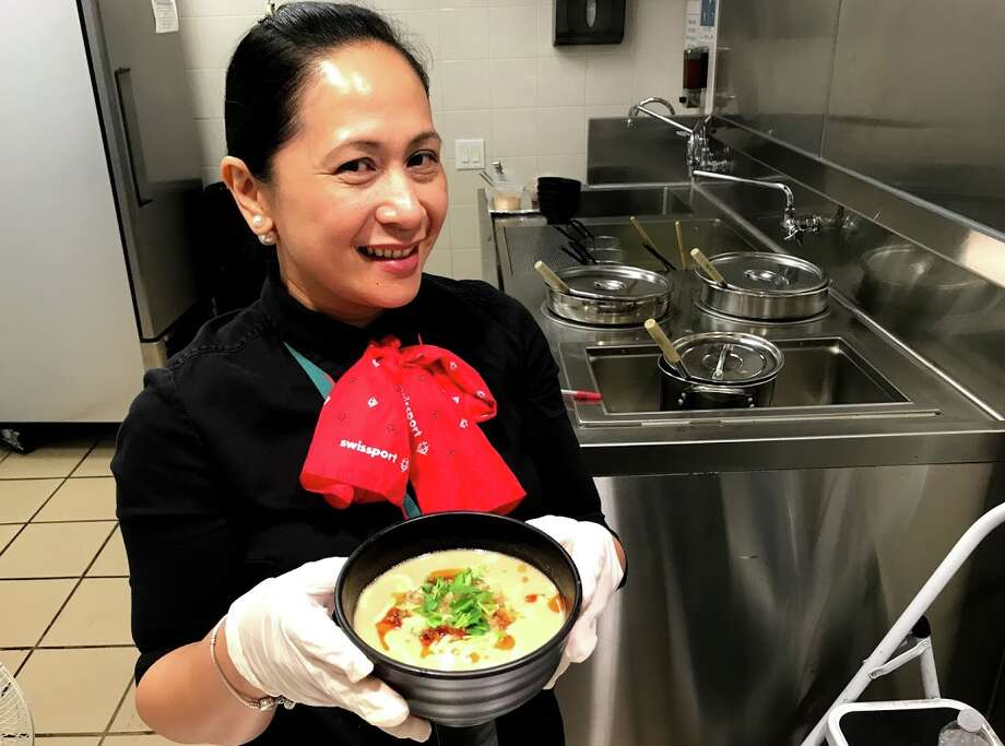 Qantas business class passengers can now enjoy the noodle bar at SFO's Cathay Pacific lounge. Photo: Chris McGinnis