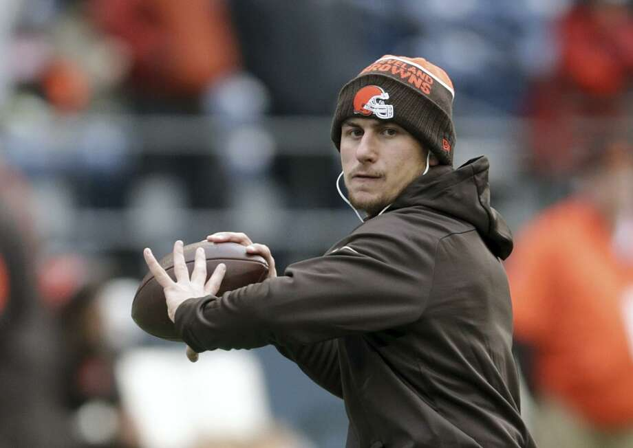 FILE - In this Dec. 20, 2015, file photo, Cleveland Browns quarterback Johnny Manziel warms-up before an NFL football game against the Seattle Seahawks, in Seattle. Former Heisman Trophy-winning quarterback Johnny Manziel says he's making a football comeback. Manziel announced Wednesday, Feb. 14, 2018,  that he will participate in the developmental Spring League in Austin, Texas, which will play from March 28 to April 15. The league is designed for players hoping to impress NFL scouts. The league confirmed Manziel will participate.  (AP Photo/Scott Eklund, File) Photo: Scott Eklund, FRE / Associated Press / FR171040 AP