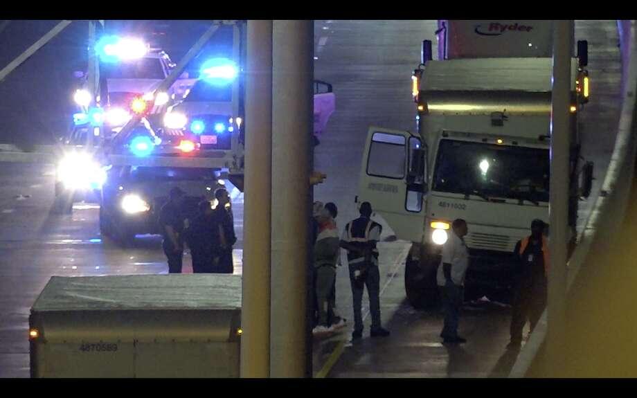 Postal worker shot, killed on Texas highway - Houston Chronicle