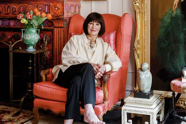 """-- PHOTO MOVED IN ADVANCE AND NOT FOR USE - ONLINE OR IN PRINT - BEFORE APRIL 03, 2016. -- Gloria Vanderbilt at her apartment in New York, March 23, 2016. Vanderbilt, who has been in the public eye since her birth 92 years ago, covers the familiar terrain of her colorful life in a new documentary and a memoir, ?""""Nothing Left Unsaid,?"""" with her son Anderson Cooper. (Ike Edeani/The New York Times) ORG XMIT: XNYT138"""