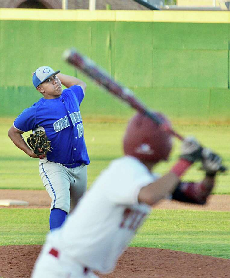 Cigarroa ace Freddy Flores has 31 strikeouts through the Toros' first two district games of 2018. Photo: Francisco Vera /Laredo Morning Times File / Laredo Morning Times