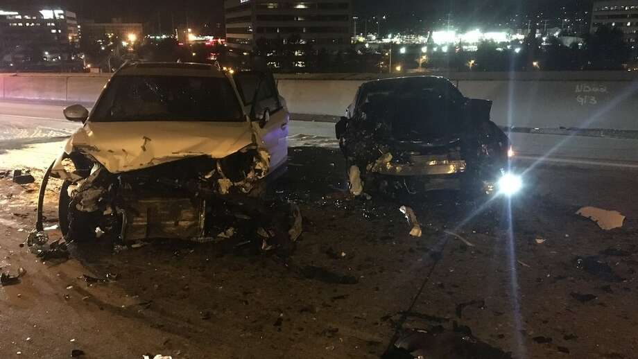 3 injured in wrong-way crash on I-405 in Renton