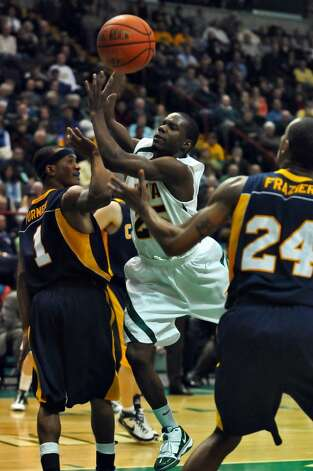 Siena's Ronald Moore drives to the basket during Siena's 82-70 win over Canisius at the Times Union Center in Albany Monday night January 11, 2010. Canisius Frank Turner defends at left. (Philip Kamrass / Times Union) Photo: PHILIP KAMRASS