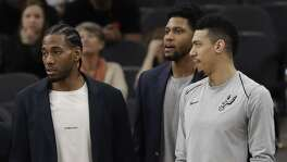 San Antonio Spurs guard Danny Green, right, stands at the bench with injured teammates Kawhi Leonard, second from left, and Rudy Gay, center, during the second half of an NBA basketball game against the Indiana Pacers, Sunday, Jan. 21, 2018, in San Antonio. Indiana won 94-86. (AP Photo/Eric Gay)