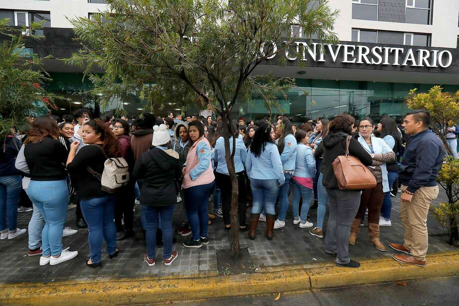 People remain outside a building, shortly after an earthquake rattled the Mexican city of Guadalajara, on Feb. 9. Photo: ULISES RUIZ, AFP/Getty Images