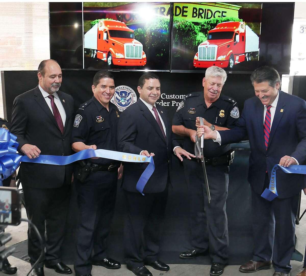 El martes 20 de febrero de 2018 se congregó a funcionarios de Laredo, Nuevo Laredo y del sector privado para conmemorar oficialmente la conclusión de las obras de reconstrucción del Puente del Comercio Mundial.