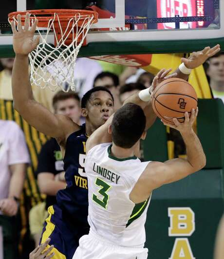 Baylor's Jake Lindsey (3) gets a taste of West Virginia's swarming defense as he is engulfed by Sagaba Konate. Photo: Tony Gutierrez, STF / Copyright 2018 The Associated Press. All rights reserved.
