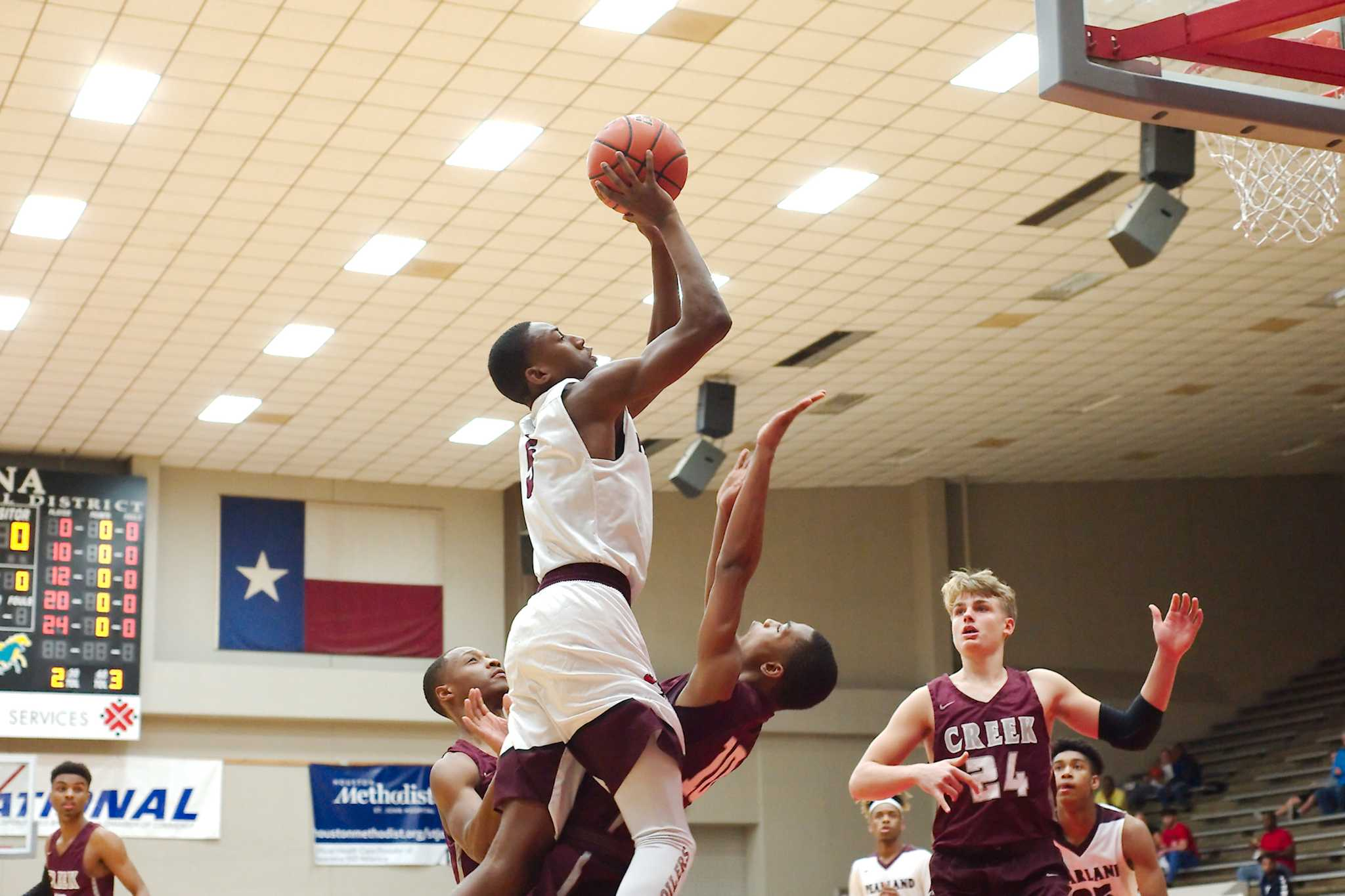 Boys' basketball: Pearland fends off Clear Creek, 54-49