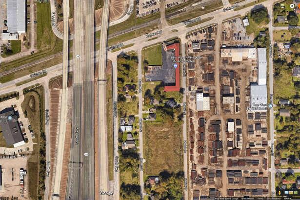 Holmes 288 feeder   via Google Maps