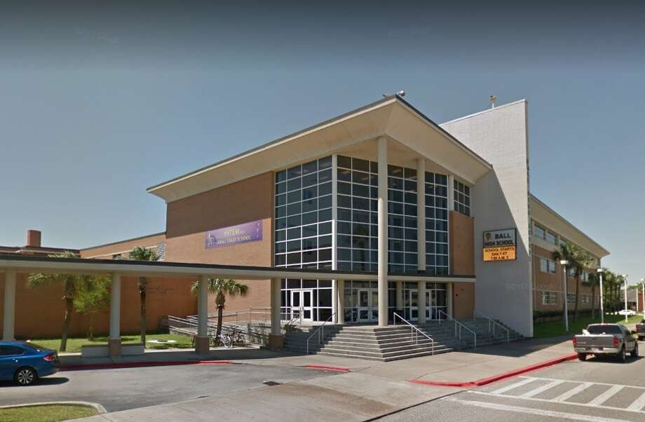 Ball High School in Galveston has produced 28 professional athletes. Oak Cliff High school in Dallas has also produced 28 professional athletes. The two high schools have produced the most professional athletes in Texas, according to a study from Creditloan.com.Scroll ahead to see which players rank as the best ever to play in a Texas state championship football game. Photo: Google Earth