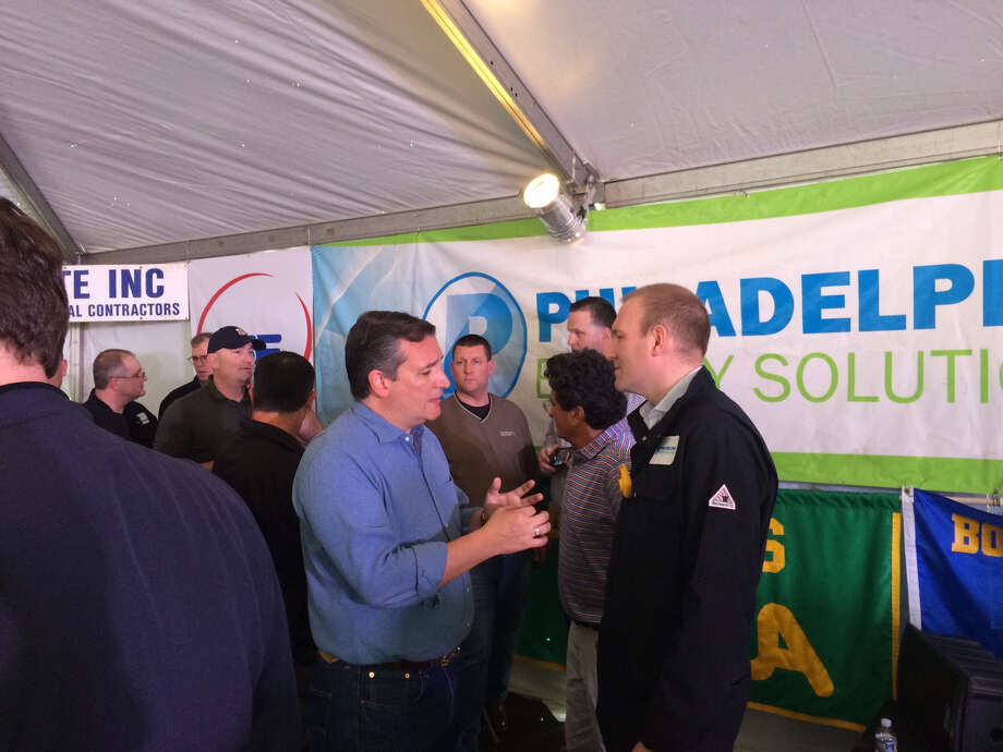 Sen. Ted Cruz, R-Texas, meets with Philadelphia Energy Solutions CEO Greg Gatta at the company's refinery in Philadelphia Wednesday. (Photo: James Osborne)