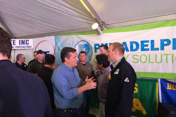 Sen. Ted Cruz, R-Texas, meets with Philadelphia Energy Solutions CEO Greg Gatta at the company's refinery in Philadelphia Wednesday. (Photo: James Osborne)
