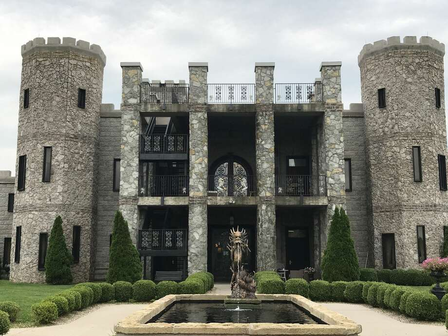 Think only Europe has the lock on castles, coats-of-arm and other royal trappings? Pish-posh — the United States has its castles, too. Travel Trending writer Kathy Witt has a look.The Kentucky Castle is the only castle in the Bluegrass and one of just a handful of castles in the United States. (The Kentucky Castle) Photo: The Kentucky Castle/TNS