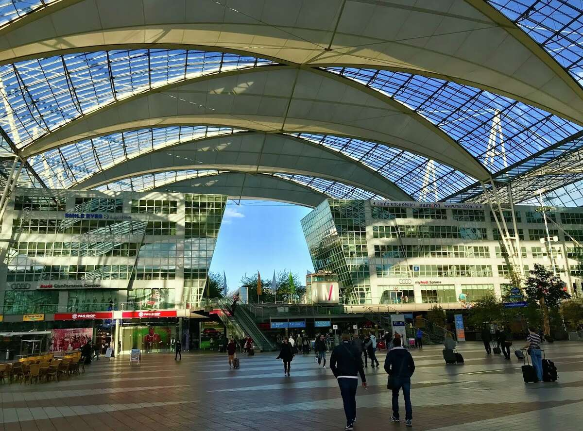 A nice airy outdoor square at the front door of Munich Airport