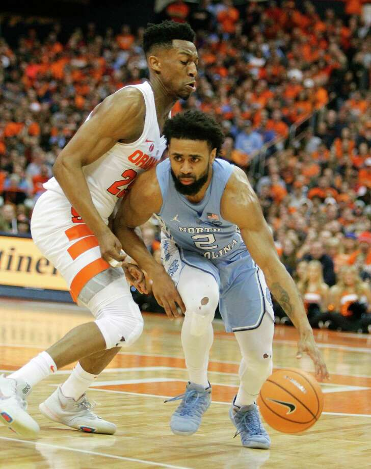 North Carolina's Joel Berry II, right, dribbles past Syracuse's Tyus Battle, left, during the first half of an NCAA college basketball game in Syracuse, N.Y., Wednesday, Feb. 21, 2018. (AP Photo/Nick Lisi) Photo: Nick Lisi / FR171024 AP