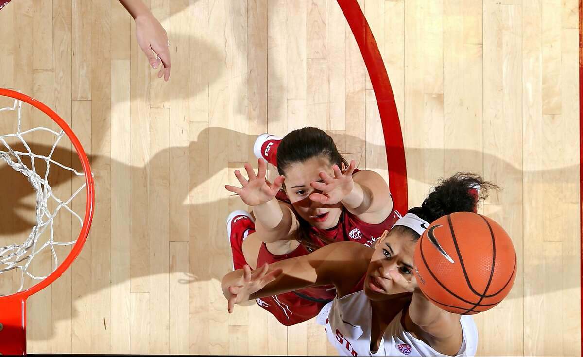 Stanford's Kaylee Johnson goes in for a layup during the Stanford and Washington State NCAA Pac-12 women's basketball game at Maples Pavilion in Stanford, Calif. on Friday January 12, 2018.
