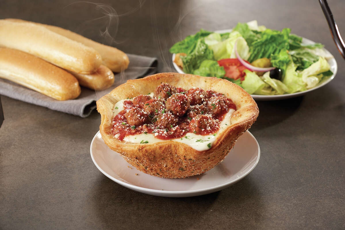 Olive Garden's newest lunch menu item, the Meatball Pizza Bowl.