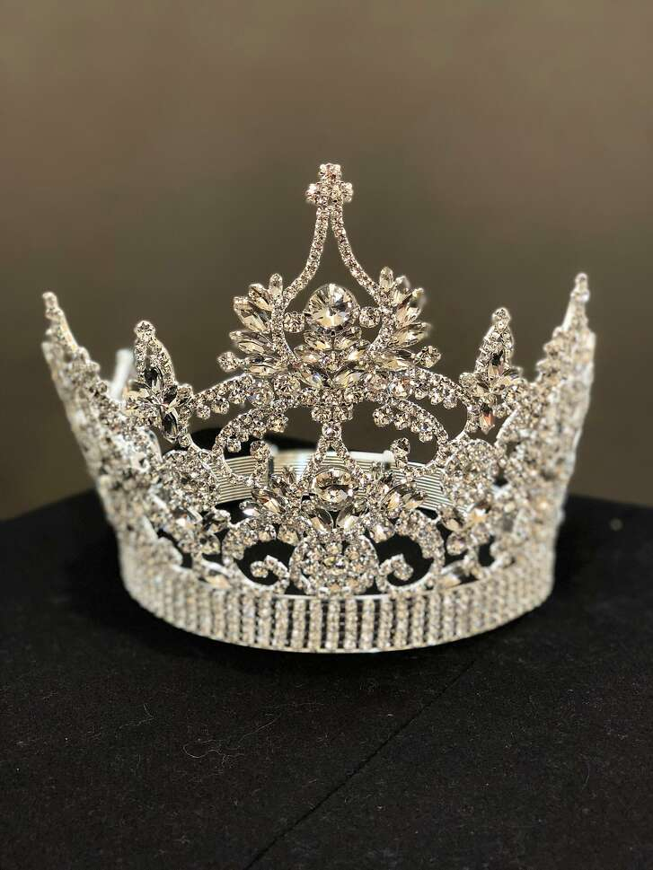 Crowns by jewelers Bijoux Pour La Papesse for the Miss Chinatown USA pageant.