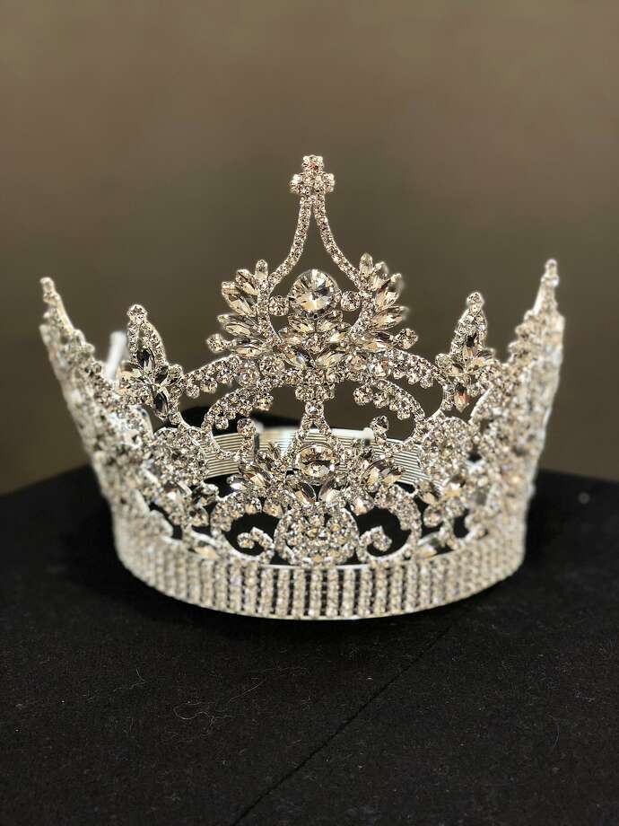 The Miss Chinatown crown consists entirely of white, man-made (costume) stones with a platinum-colored base tone, and was made by jewelers Bijoux Pour La Papesse for the Miss Chinatown USA pageant. Photo: Bijoux Pour La Papesse