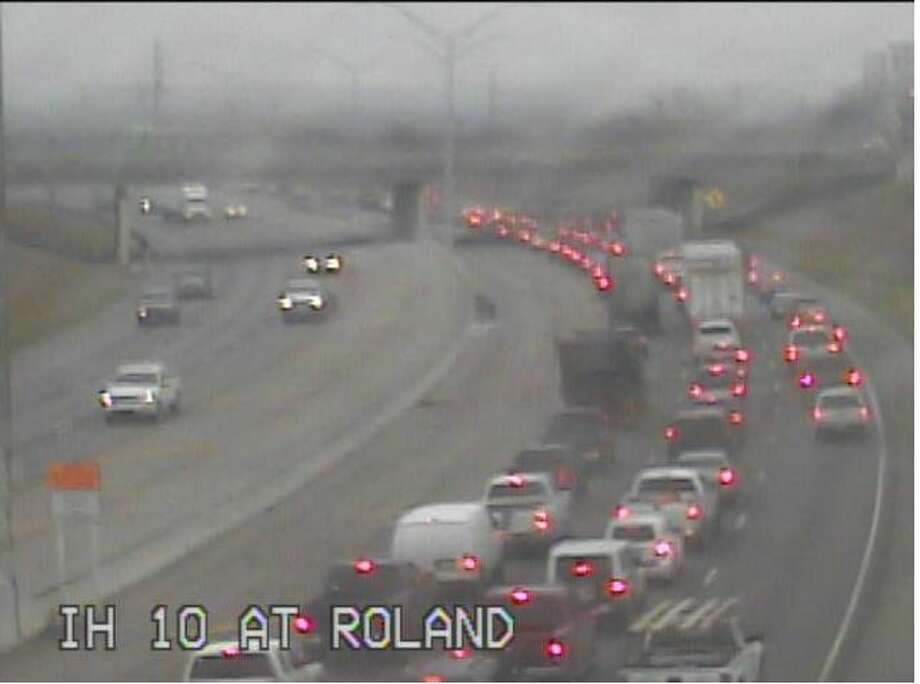 Traffic cameras show a major slowdown in the eastbound lanes of Interstate 10 between 281 and Roland Avenue. Photo: Texas Department Of Transportation
